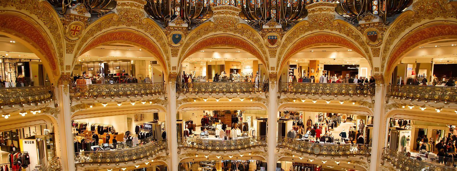 Die Kuppel in den Pariser Galeries Lafayette wurde 1912 fertiggestellt. Sie ist Teil der prächtigen Jugendstilarchitektur des Stammhauses der berühmten Kaufhauskette.