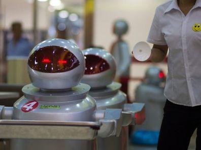 L'étude d'Oxford classe par secteur les pertes d'emploi dues à l'automatisation: les plus touchés seront les caissiers (97%), les boulangers (89%) ou les serveurs (77%).