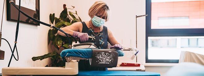 Isabelle Malena a vite su entraîner l'ATP dans la production de masques en tissus bio. Les artistes ont suivi.