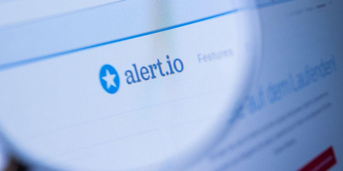 Spezialisierte Dienste wie Alert.io durchsuchen auch soziale Medien wie Facebook, Twitter oder Instagram.