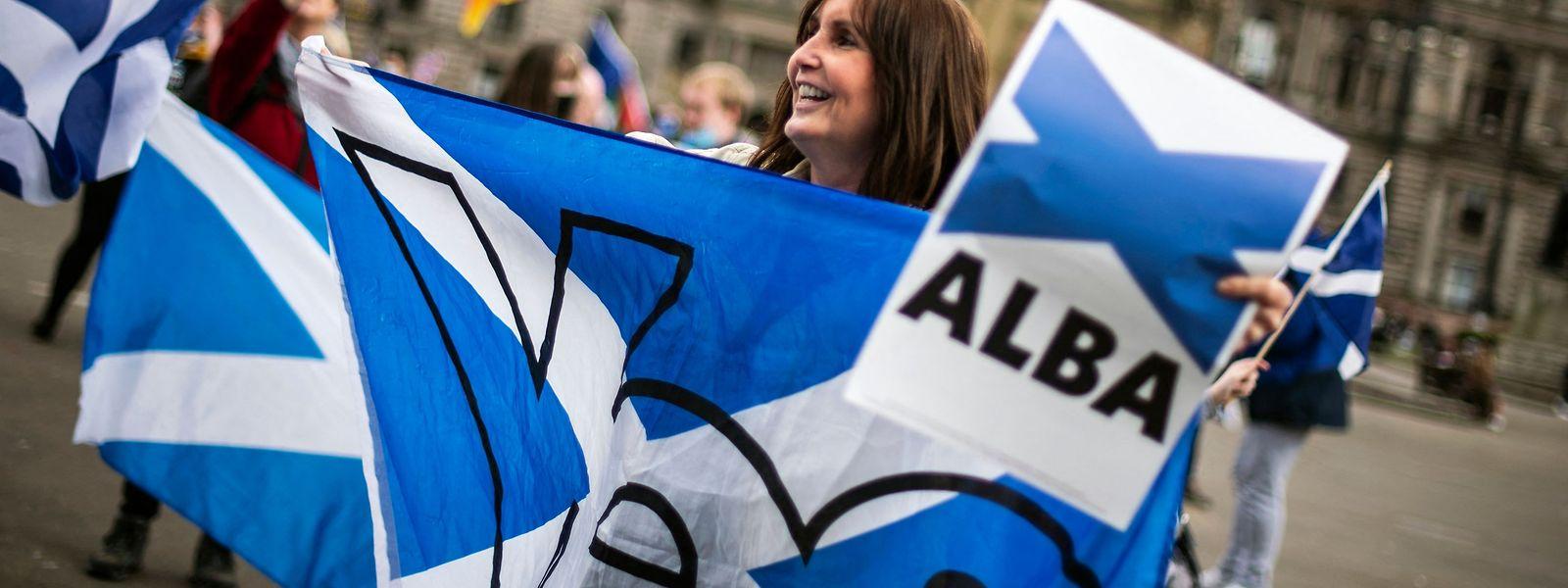 Die Wahl zum schottischen Parlament gilt als Stimmungstest für die Unabhängigkeit. Hier demonstrieren Anhänger der neu gegründeten Partei Alba (der gälische Name für Schottland) in Edinburgh.