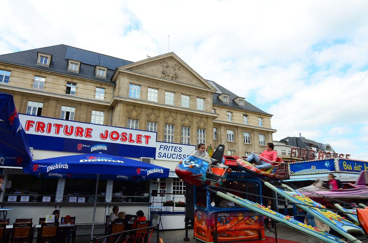 """Die """"Friture Joslet"""" zählt zu den bekanntesten Kirmesbetrieben. Auch bei der Pfingstkirmes in Esch/Alzette darf das Traditionsunternehmen nicht fehlen."""