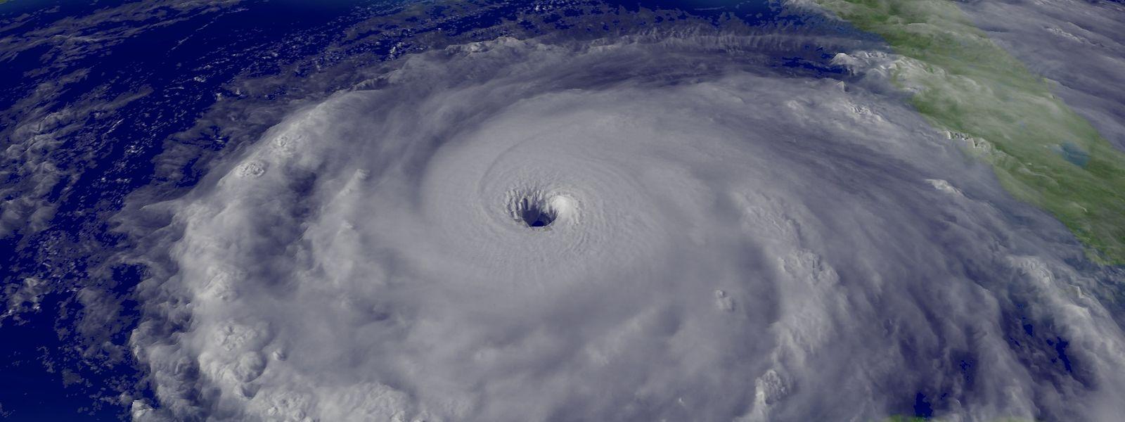 Ein Hurrikan entsteht immer über dem Meer und schwächt sich über Land ab.