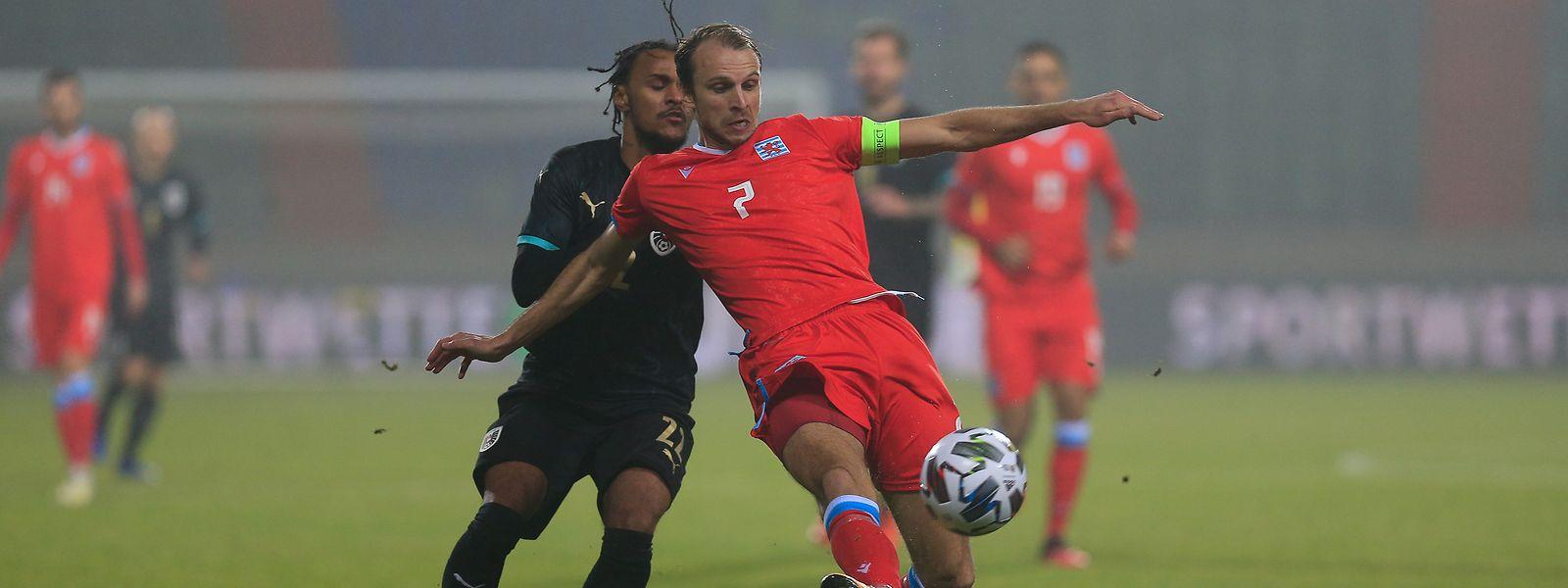 Anders als beim Testspiel gegen Österreich um Valentino Lazaro, das Lars Gerson (r.) im Stade Josy Barthel mit 0:3 verloren hatten, wollen die Luxemburger am Dienstag als Gewinner vom Platz gehen.