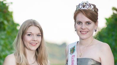 Die neue Rieslingkönigin Jeanne-Marie Wagener wird ab diesem Freitag das Amt  ihrer Vorgängerin Laura Demuth (r.) übernehmen.