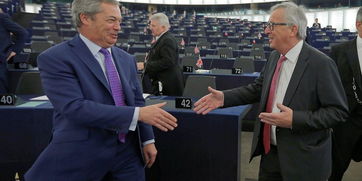 EU-Kommissionspräsident Jean-Claude Juncker und der britische Brexit-Befürworter Nigel Farage im Europaparlament.