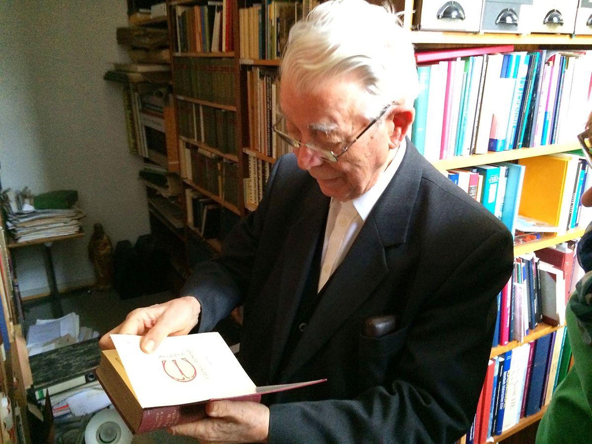 Ronigs Privatbibliothek umfasste rund 30.000 Bände Fachliteratur.
