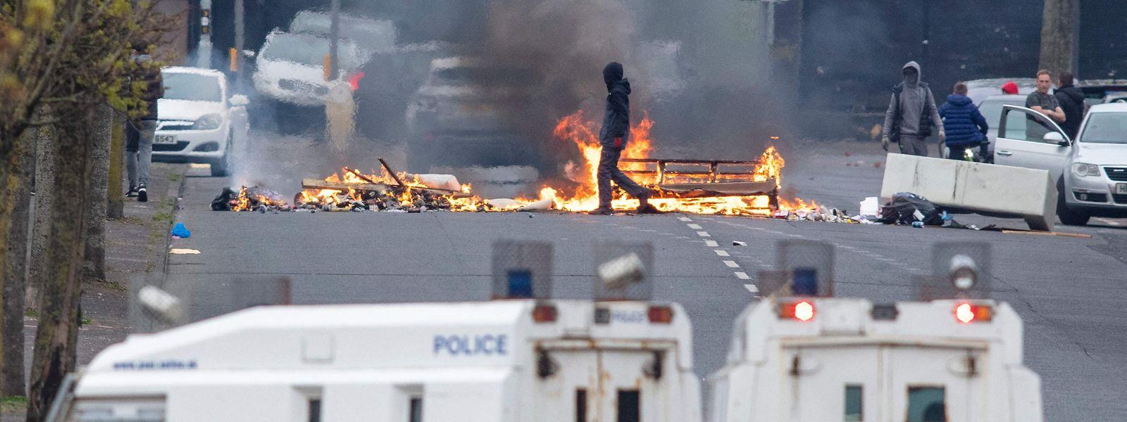 In den vergangenen Wochen kam es immer wieder zu gewaltsamen Auseinandersetzungen in Nordirland. Grund ist der schwelende Streit um Grenzfragen.