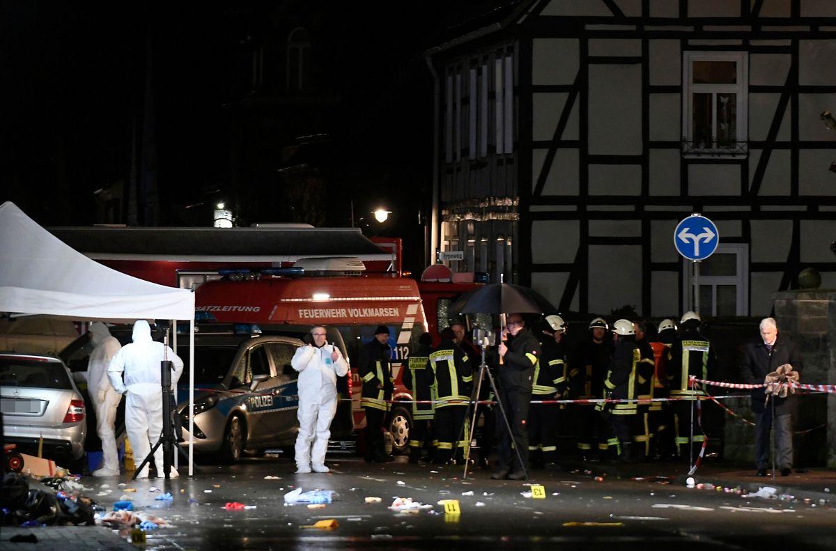 Ermittler am Tatort in Volkmarsen.
