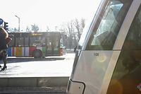 Den Bus nehmen statt mit dem eigenen Auto fahren - möglich ist es eigentlich fast immer. Bisweilen dauert es aber einfach zu lang.