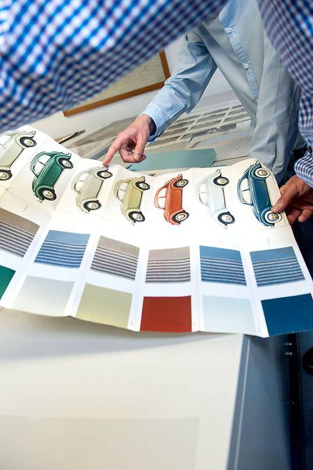 Buntes Krabbeltier: Im VW-Archiv finden sich auch Objekte wie dieses Farb- und Polstermuster für den Käfer.