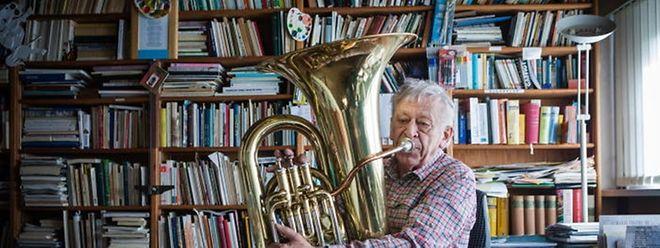 Denkt noch nicht ans Aufhören: Mit 80 Jahren greift Georges Calteux noch täglich zur Tuba, sei es zum Proben oder zu Konzerten.