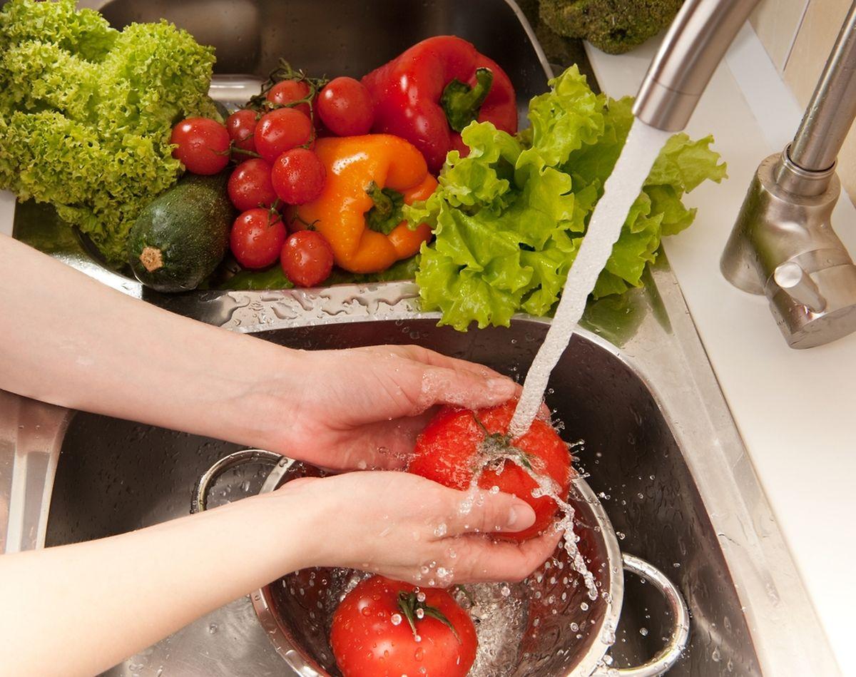Sowohl in Privathaushalten wie auch in professionellen Küchen wird jeden Tag Trinkwasser benutzt.