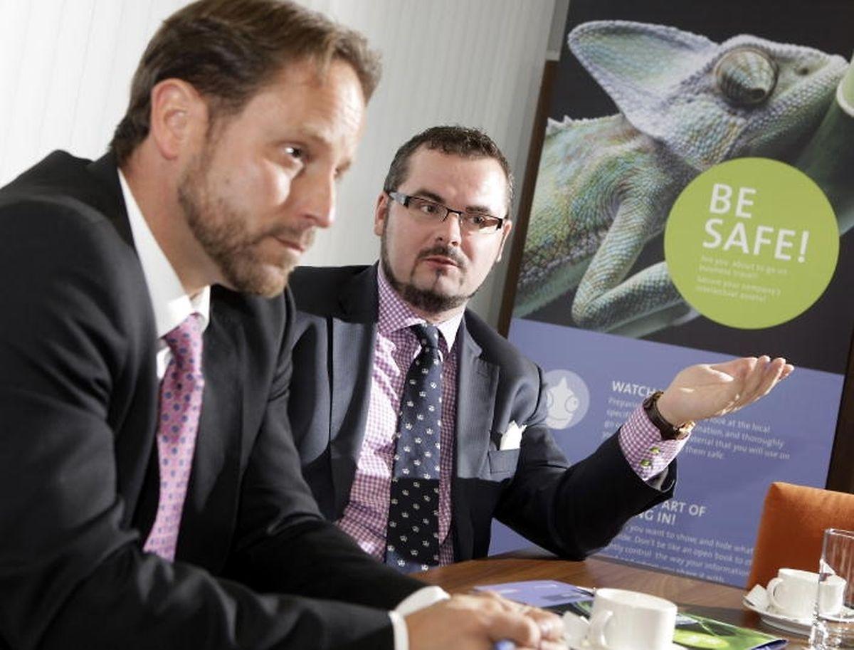 Jean-Claude Knebeler (rechts) und André Kemmer bei einem Interview über Maßnahmen zum Schutz vor Industriespionage im Juli 2011.