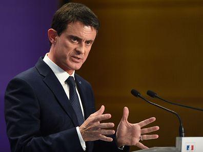 Interrogé sur BFM TV/RMC sur le fait de savoir s'il allait voter pour le candidat d'En Marche après avoir progressivement rompu avec le candidat socialiste depuis fin janvier, M. Valls a affirmé: «Oui, parce que je pense qu'il ne faut prendre aucun risque pour la République».