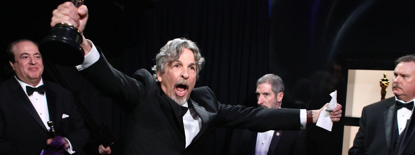 "Regisseur Peter Farrelly mit dem Oscar für ""Green Book""."