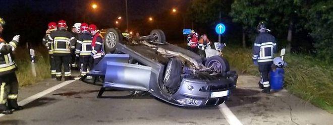 Vier Verletzte waren bei dem Unfall auf der A4 auf Höhe von Foetz in Richtung Esch/Alzette zu verzeichnen. Ein Fahrzeug überschlug sich und landete auf dem Dach.