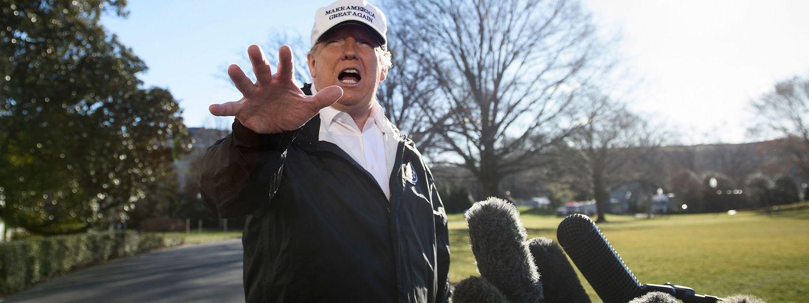 Donald Trump fliegt an die Südgrenze der USA. Wenn ihm der Kongress nicht das Geld für eine Mauer dort gibt, will der US-Präsident den nationalen Notstand ausrufen.