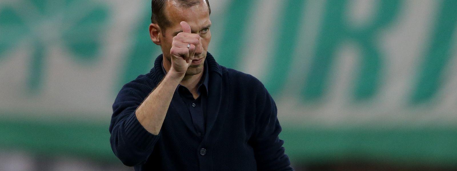 Vom neuen Kaiserslautern-Trainer Jeff Strasser gibt es für die gezeigte Leistung einen Daumen nach oben.