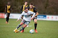 Kevin Lourenco (Strassen l.) gegen Kempes Tekiela (Niederkorn r.) / Fussball, Nationaldivision, Niederkorn - Strassen / 14.03.2021 / Niederkorn / Foto: Christian Kemp
