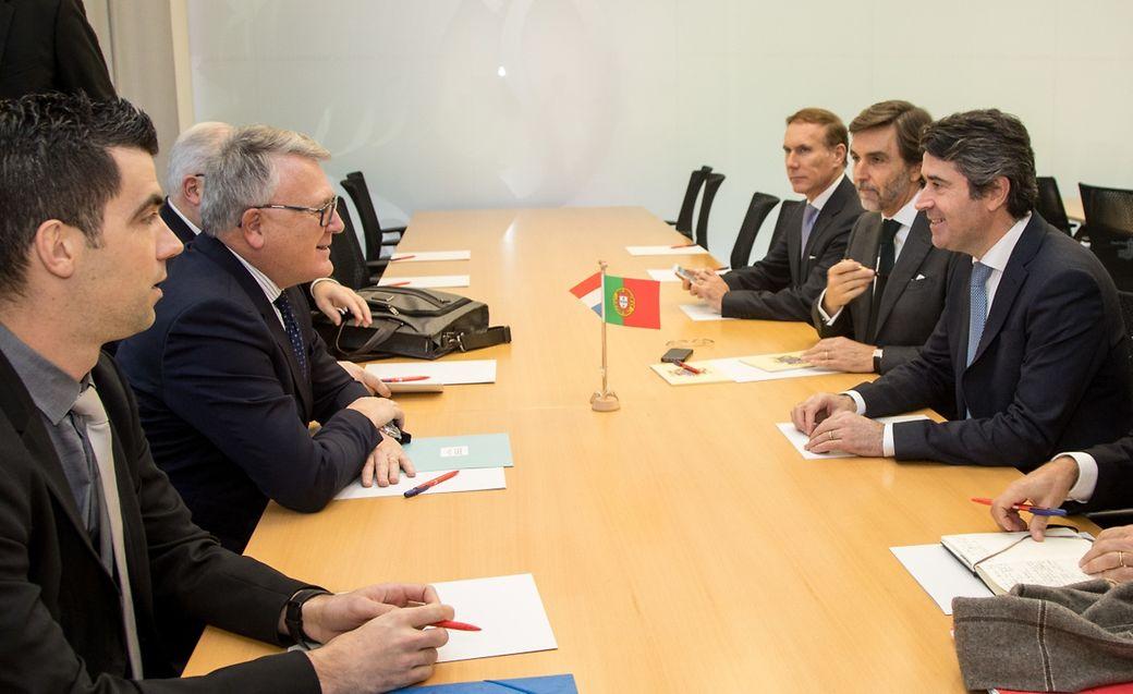 A reunião de trabalho tinha apenas um ponto na agenda: a formação profissional em português para os trabalhadores portugueses no Luxemburgo, especialmente no setor da construção.