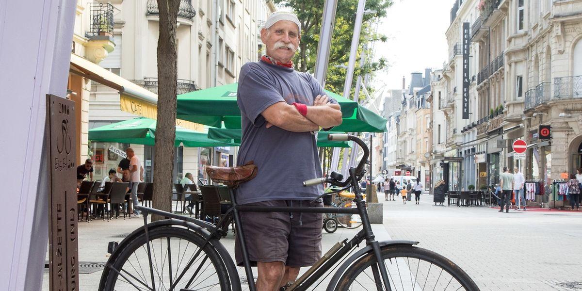Guy Van Hulle auf zwei Rädern: Heute nutzt er das Rad nur noch, um die Umgebung zu erkunden, nicht mehr für sportliche Zwecke.