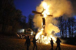 """O Burgbrennen (""""Queima do Inverno""""), a tradicional festa que marca o fim do Inverno, vai ter lugar este fim-de-semana um pouco por todo o país"""