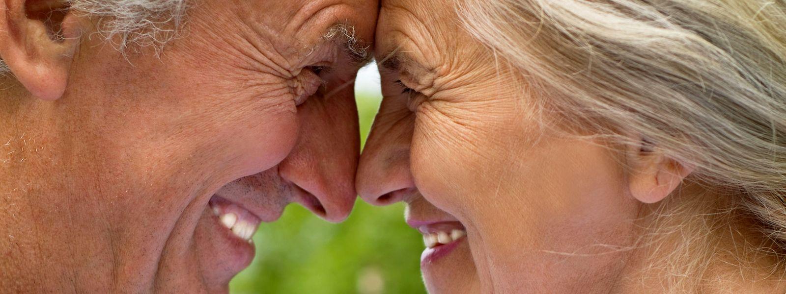Wer mehrere Sprachen spricht stimuliert sein Gehirn sehr effektvoll bis ins hohe Alter.