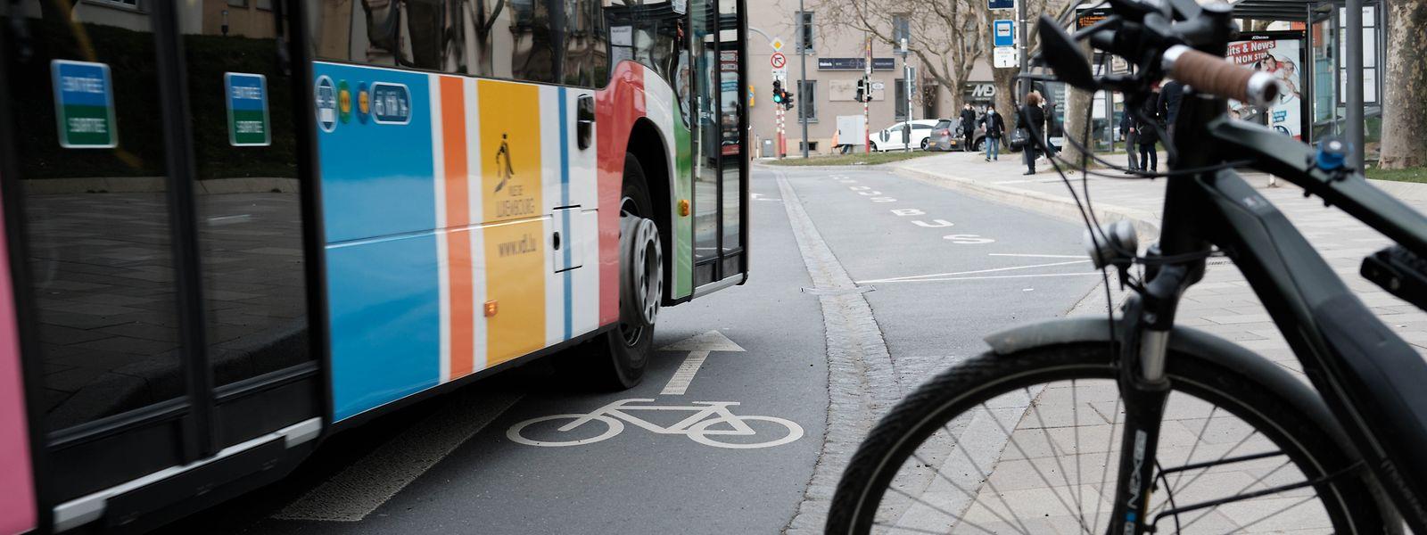 Wenn die Busspur den Radweg kreuzt, sind Kollisionen vorprogrammiert.