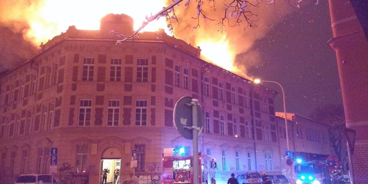 Das Feuer brach auf dem Dach der Naturwissenschaftlichen Fakultät aus.