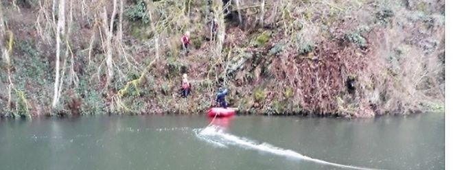 Die Person war nahe der Staumauer ins Wasser gefallen.