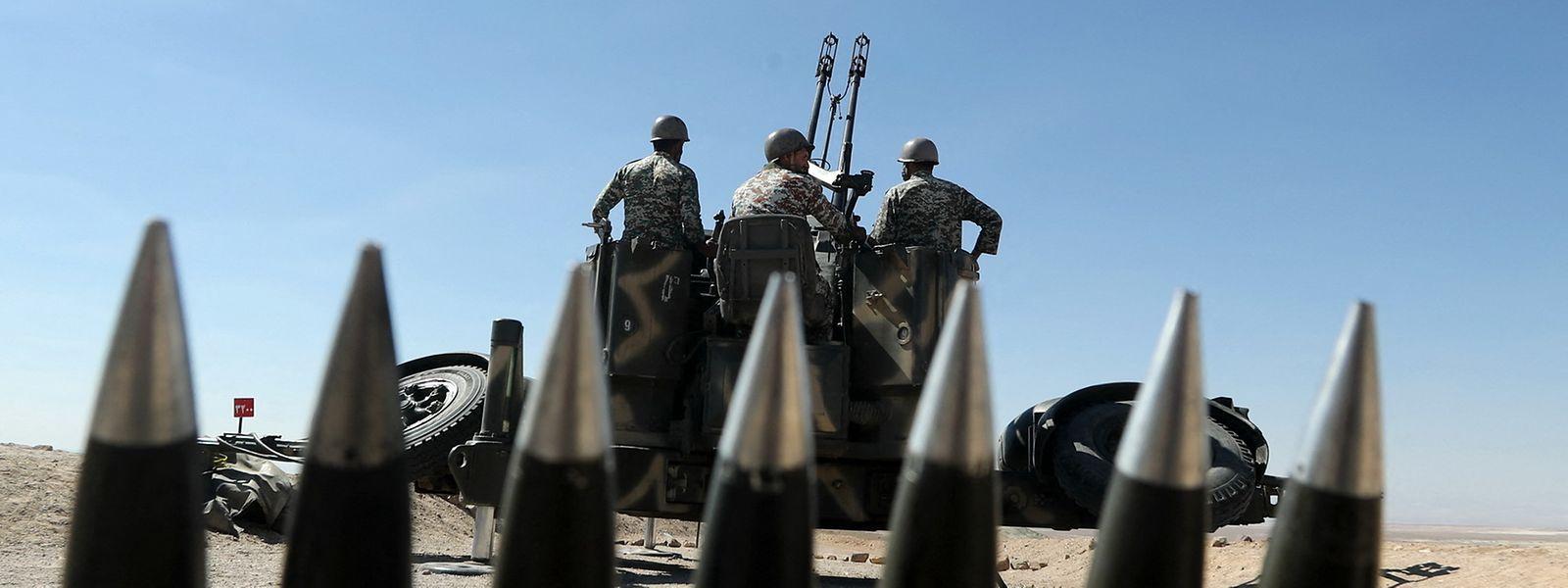 Das Foto zeigt iranische Raketenabwehreinheiten.