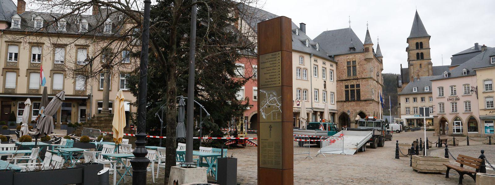 Die erste von 31 Säulen ist auf dem Marktplatz zu besichtigen.
