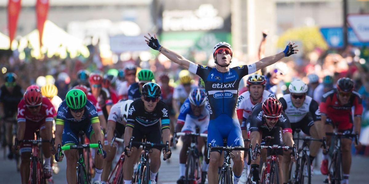 Le Belge Gianni Meersman (en bleu) exulte à l'arrivée de la 2e étape de la Vuelta