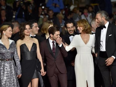 """Canadian director Xavier Dolan (C) kisses the hand of French actress Nathalie Baye (2ndR) as they arrive on May 19, 2016 with French actress Lea Seydoux (L), French actress Marion Cotillard (2ndL) and French actor Vincent Cassel for the screening of the film """"It's Only The End Of The World (Juste La Fin Du Monde)"""" at the 69th Cannes Film Festival in Cannes, southern France. / AFP PHOTO / LOIC VENANCE"""