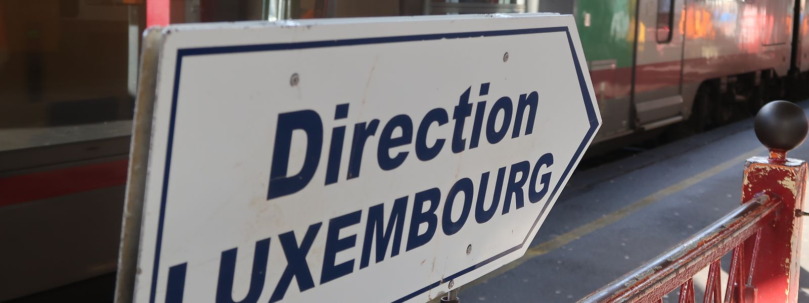 Der Wahlbezirk Süden besteht aus den Kantonen Esch und Capellen. Will Leudelingen in den Wahlbezirk Zentrum kommen, so muss die Gemeinde vom Kanton Esch in den Kanton Luxemburg wechseln.