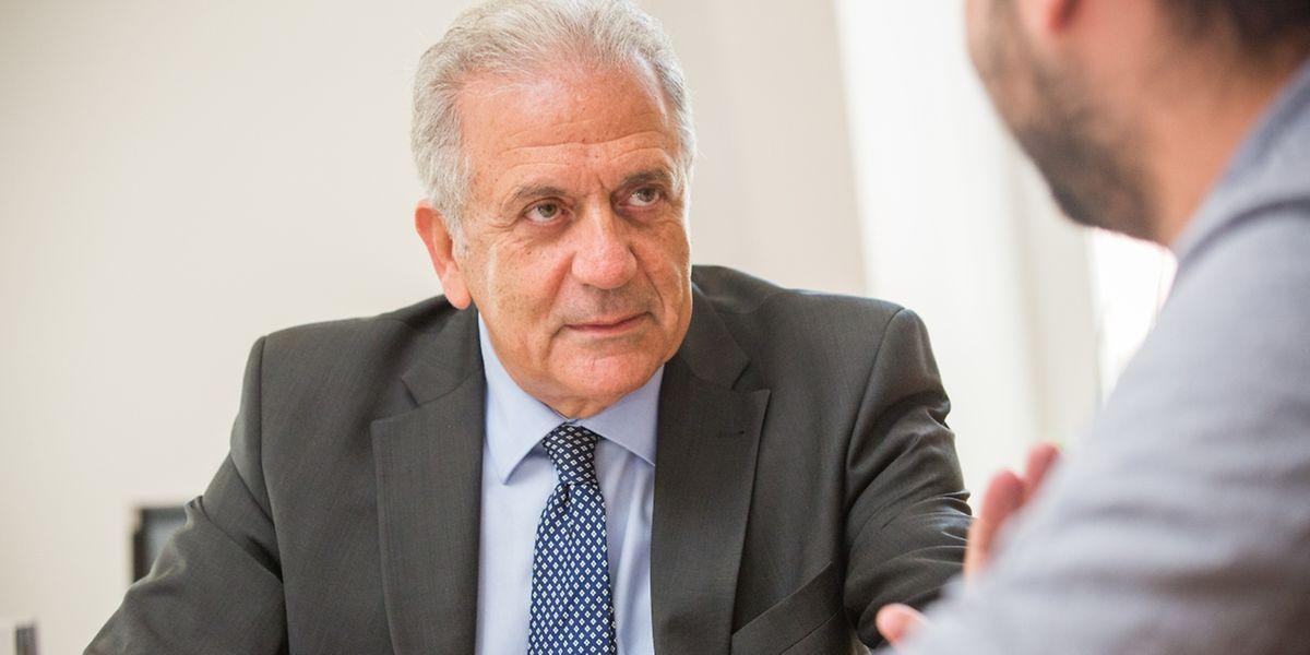 EU-Flüchtlingskommissar Avramopoulos will legale Migrationswege schaffen.
