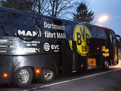 Borussia Dortmund's damaged bus is pictured after an explosion some 10km away from the stadium prior to the UEFA Champions League 1st leg quarter-final football match BVB Borussia Dortmund v Monaco in Dortmund, western Germany on April 11, 2017. / AFP PHOTO / Patrik STOLLARZ