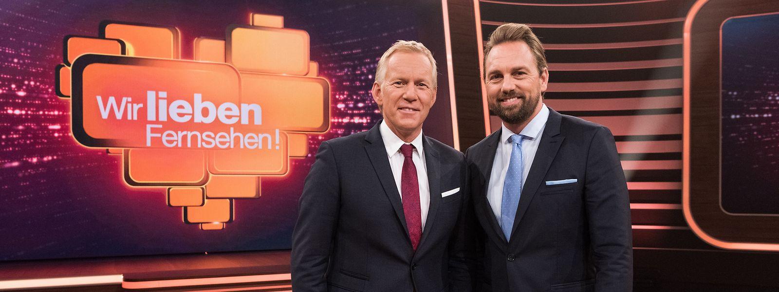 """Johannes B. Kerner (l.) und Steven Gätjen moderieren """"Wir lieben Fernsehen!""""."""