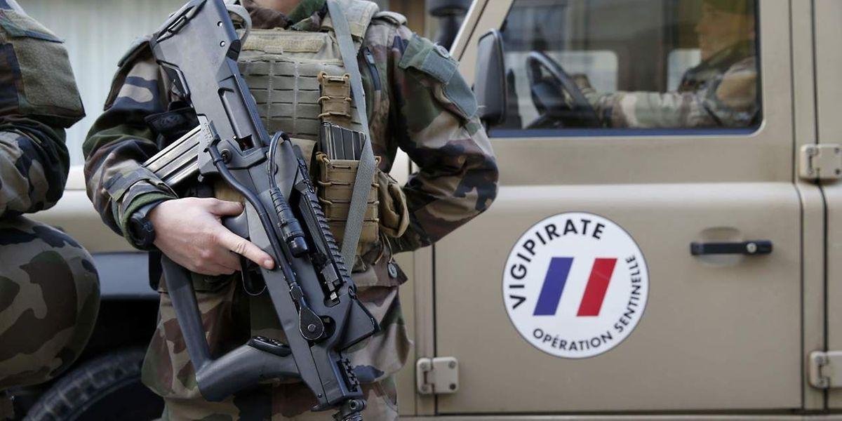 Frankreich setzt bei der Terrorabwehr auf massiven Polizei- und Militäreinsatz.