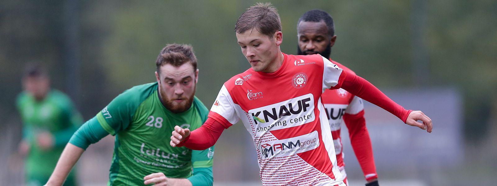 Christophe Schroeder, hier im Zweikampf mit Harlingens Joe Peiffer (l.), ist in der BGL Ligue für den FC Wiltz am Ball.