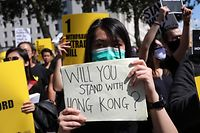 Protesters gather in central London to attend a march organised by StandwithHK and D4HK  in support of Pro-democracy protests in Hong Kong, on August 17, 2019. - Hong Kong's pro-democracy movement faces a major test this weekend as it tries to muster another huge crowd following criticism over a recent violent airport protest and as concerns mount over Beijing's next move. (Photo by Isabel INFANTES / AFP)