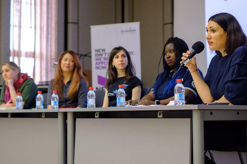 (de g. à dr.) Sophie Docquier, Nina Monteverde, Anush Manukyan, Hélène Recotillon et Marina Andrieu de WIDE