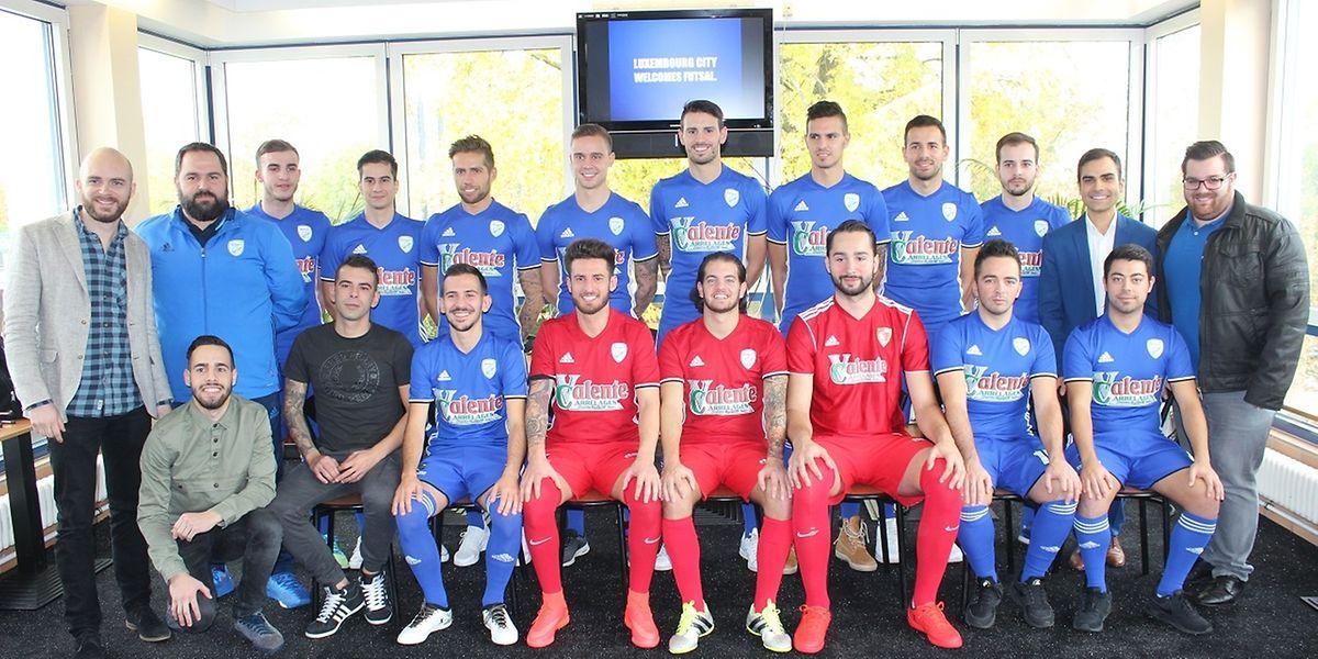 A foto de 'família' da equipa do Racing Luxebourg Futsal