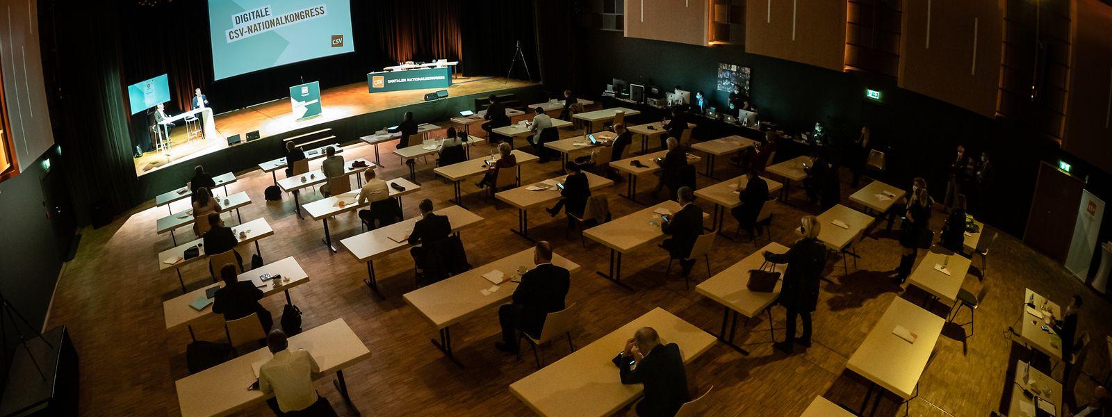 Si une cinquantaine de délégués du parti a assisté au congrès en salle, d'autres ont pu suivre la réunion à distance.