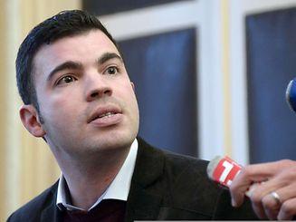 Le Secours populaire est prié de quitter les lieux au plus tard vendredi, a dit à l'AFP le maire (FN) Fabien Engelmann, précisant que ce jour-là un huissier de justice se présenterait sur place et qu'ensuite, le cas échéant, une procédure d'expulsion serait lancée.