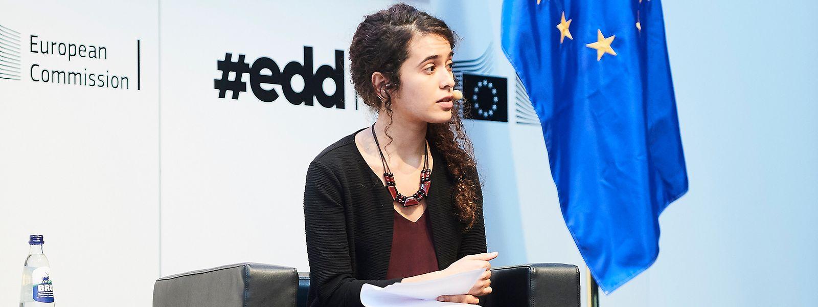 """Leticia Pinheiro während einer Gesprächsrunde bei der diesjährigen Ausgabe der """"European Development Days""""."""