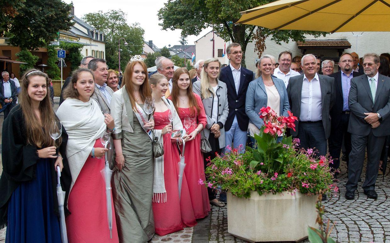 Viele Ehrengäste, unter ihnen die Rieslingkönigin Laure und ihre Prinzessinen, waren für das Weinfest nach Schwebsingen gekommen.