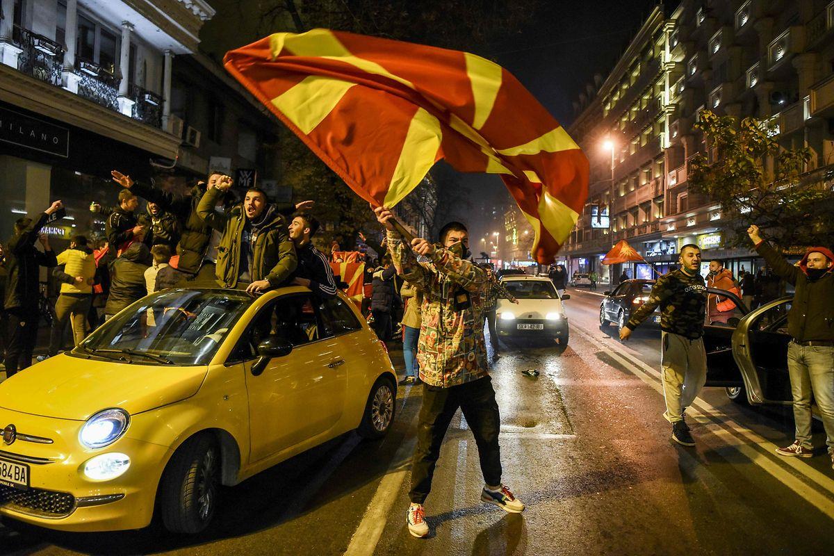 In Skopje machen die Fans die Nacht zum Tag.