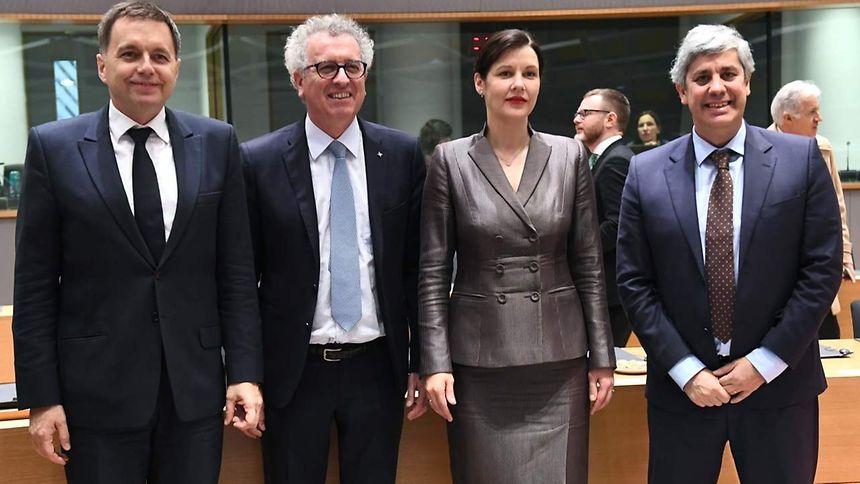 Peter Kazimir, Pierre Gramegna, Dana Reizniece-Ozola e Mário Centeno.